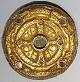 Fibula a disco con filigrana d'oro su bronzo, arte franca.JPG