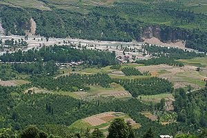 Kullu district - Image: Fields & Beas River I2 IMG 3174