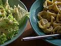 Flickr - cyclonebill - Salat og tortellini.jpg
