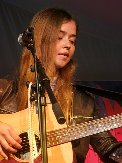 Picture of a band or musician: Flo Morrissey