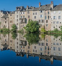 Frontage on the left bank of the Lot river in Espalion 01.jpg
