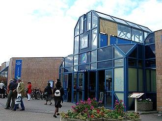 Maisons-Laffitte station - Entrance