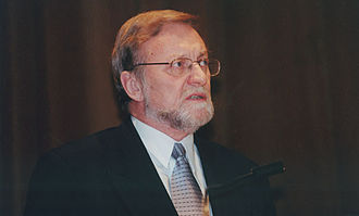 Gareth Evans (politician) - Evans at the London School of Economics as the guest lecturer on human rights in 2000.
