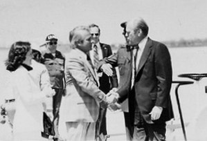 Edwin Edwards - Edwards shakes hands with President Gerald Ford, April 1976