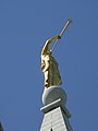 Golden statue angel Moroni.jpg