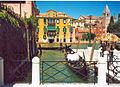 Gondola in canal.jpg