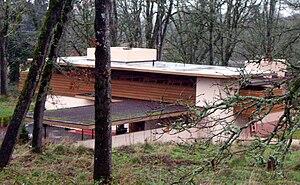 Gordon House (Silverton, Oregon) - Image: Gordon House overview 2007 12 23 15 58 20 0104