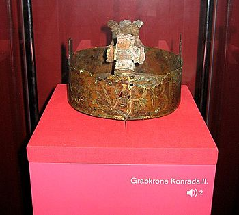 """Conrad II's grave crown in the cathedral treasury of Speyer Cathedral;  the tomb crown bears the inscription: PACIS ARATOR ET VRBIS BENEFACTOR (""""The sower of peace and the city (Rome) benefactor"""")"""