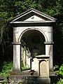 Grabmal für Julius Wilhelm Brühl, im Stil einer griechischen Tempelarchitektur, Bergfriedhof Heidelberg .jpg