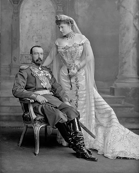 https://upload.wikimedia.org/wikipedia/commons/thumb/6/6f/Grand_Duke_Michael_Mikailovich_of_Russia_and_his_wife.jpg/481px-Grand_Duke_Michael_Mikailovich_of_Russia_and_his_wife.jpg