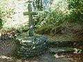 Guerlesquin 44 Croix près de la chapelle Saint-Tromeur.jpg