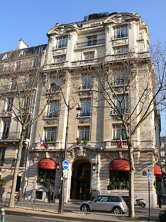 Hotel Chevalier - The Hôtel Raphaël in Paris, which was used as the Hotel Chevalier of the film's title and where all of the scenes were shot