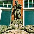 HL Damals – Lübeck Hauptbahnhof – Beyer – Friedrich Volke –Portal der Post – Briefträger.jpg