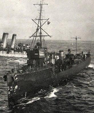 Acorn-class destroyer - Image: HMS FURY (1911) attending Audacious