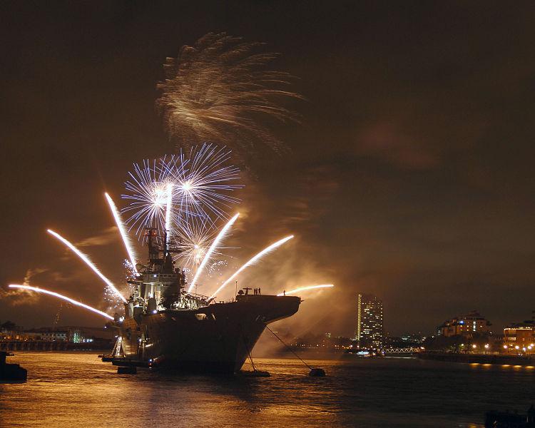 File:HMS Illustrious with Fireworks on River Thames MOD 45150193.jpg
