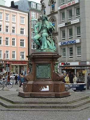 Gänsemarkt - Lessing Monument on the Gänsemarkt