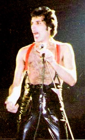 Microphone stand - Freddie Mercury using a bottomless microphone stand