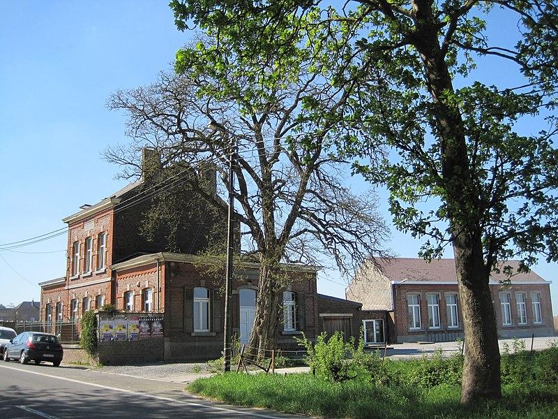 Hanret - l'ancienne maison communale et les anciennes écoles communales