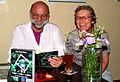 Hans-Jürgen Meyer liest im Andersraum aus dem Buch Lieben Leiden Lachen Ein schwuler Pastor erzählt und Anne Hagenberg lacht.jpg