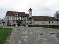 Hautefeuille (77) Mairie et église.jpg