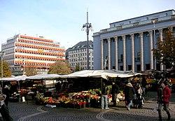 Hötorget 1937 och 2007 med Tempohuset och Konserthuset i bakgrunden.
