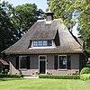 foto van Huis te Hoevelaken: voormalige tuinmanswoning met garage