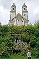 Holzener Klosterkirche mit Mariengrotte.jpg