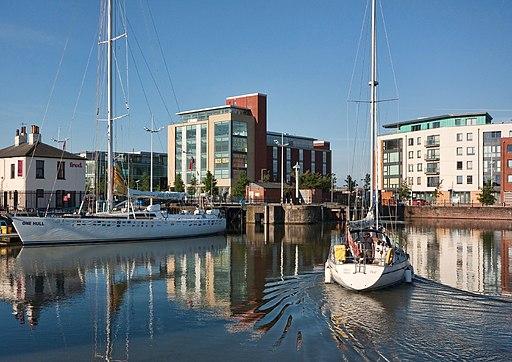 Hull Marina - panoramio