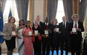Acid Survivors Foundation - ASF receives the Human Rights Prize of the French Republic
