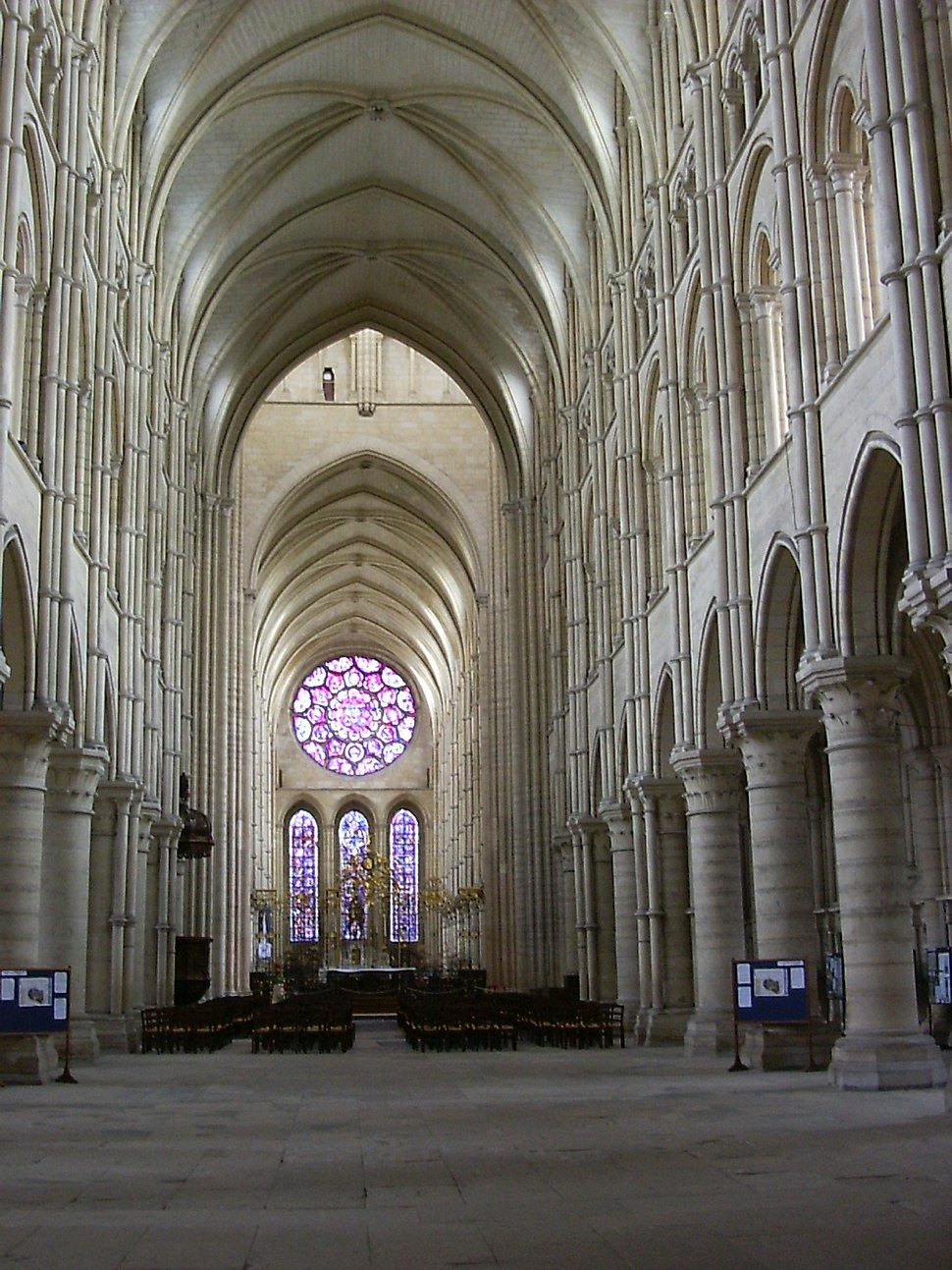 Interieur2 kathedraal Laon