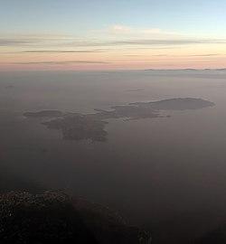 Isola d'elba vista dall'aeroplano 01.jpg