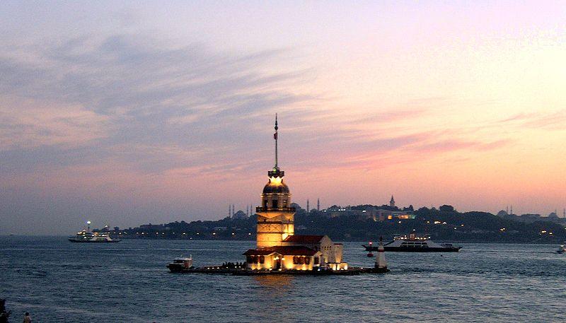 Bestand:Istanbul da Üsküdar.jpg