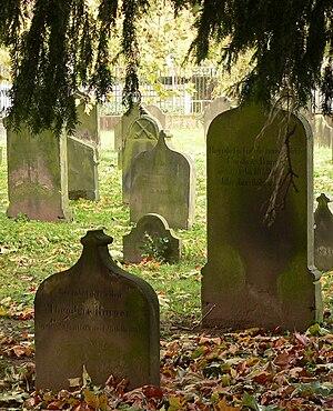 Hamelin - Image: Jüdischer Friedhof Hameln Ausschnitt