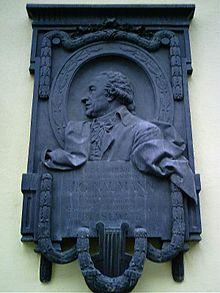 Gedenktafel am Rathaus (heute Stadtbezirksamt) von Blasewitz in der Naumannstraße 5 (Quelle: Wikimedia)