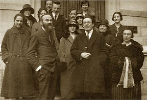 Jean Piaget - Photo of the Jean Piaget Foundation with Pierre Bovet (1878–1965) first row (with large beard) and Jean Piaget (1896–1980) first row (on the right, with glasses) in front of the Rousseau Institute (Geneva), 1925