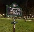 Jardin Yitzhak-Rabin, panneau de nuit.jpg