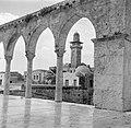 Jeruzalem, de Tempelberg (Al Haram esh Sharif). Gezicht vanaf het terras van de , Bestanddeelnr 255-1633.jpg