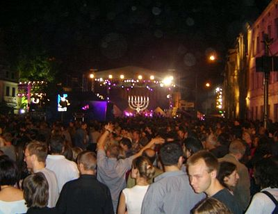 http://upload.wikimedia.org/wikipedia/commons/thumb/6/6f/Jewish_Culture_Festival_in_Krakow.jpg/400px-Jewish_Culture_Festival_in_Krakow.jpg