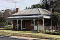Jgb-A old house with a bullnose verendah - 20080713.jpg