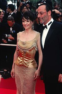 Juliette Binoche and Jean Reno at Cannes, 2002