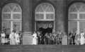 Königliche Hochzeit zwischen Mafalda von Savoyen und Prinz Philipp von Hesse.png