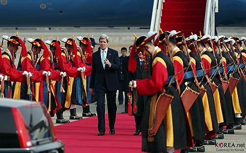 KOCIS Korea John Kerry Visiting 20140213 04 (12577966824)
