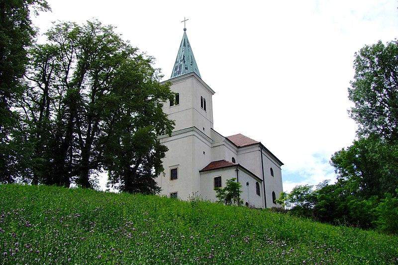 File:Karnabrunn Pfarrkirche-3.jpg