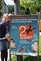 Katharina Schulze mit Plakat Bürgerentscheid Dritte Startbahn.jpg