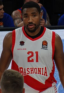 Kevin Jones 21 - Saski Baskonia 20171215 (cropped).jpg