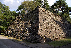 Komoro Castle - The foundation of the tench (donjon)