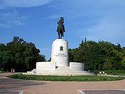 Το άγαλμα του Κωνσταντίνου Α' στην είσοδο του πάρκου