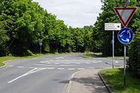 Kreisverkehr IMGP6869 smial osm.jpg