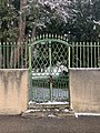 La Sathonette en janvier 2021 et portail latéral.jpg