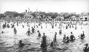 Lake Calhoun - Bathers at the lake about 1917
